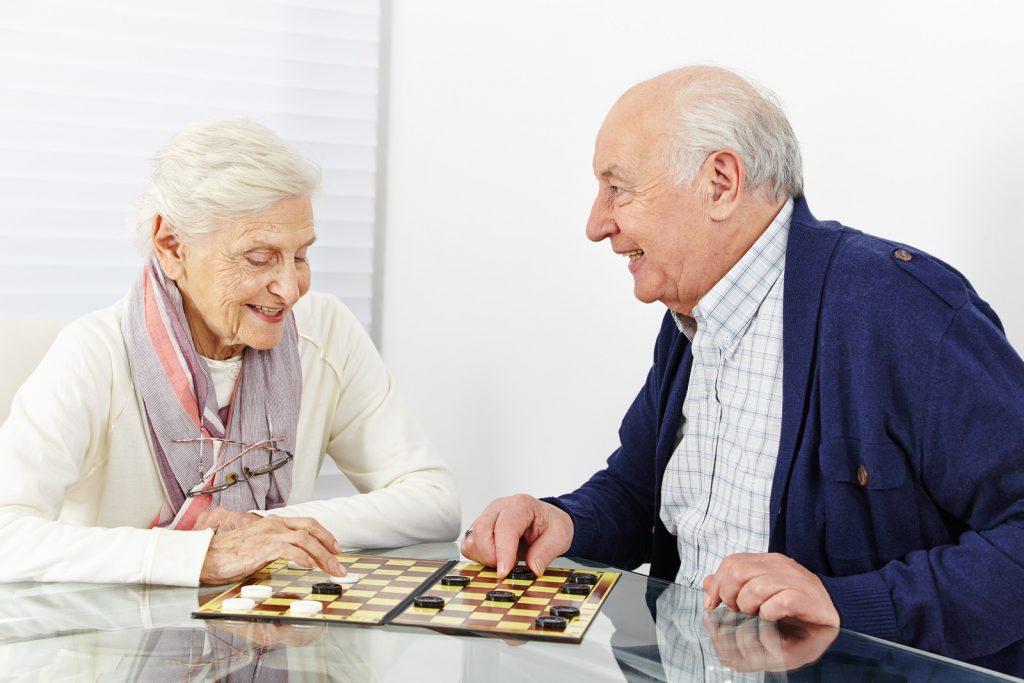 personnes en maison de retraite